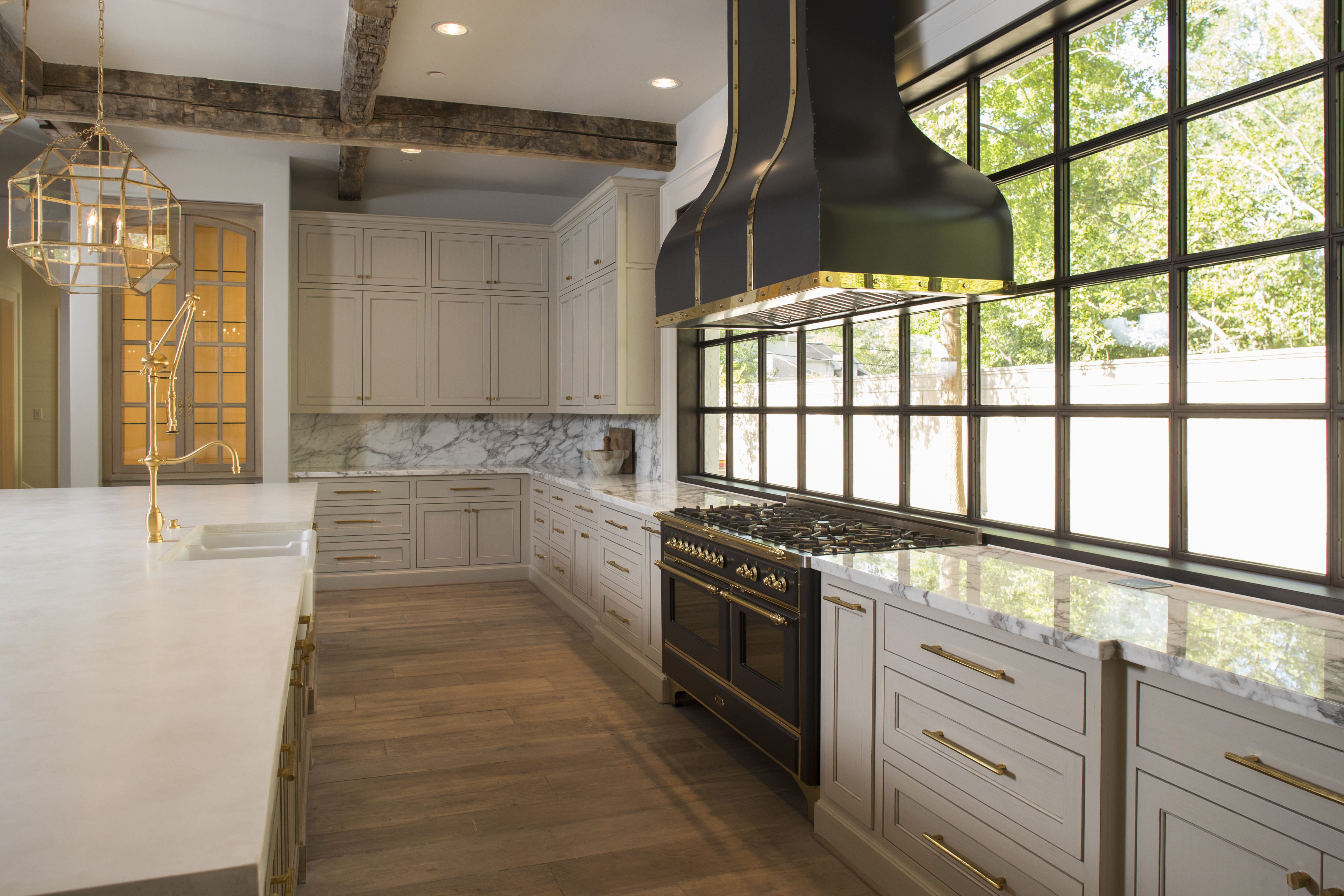 Mixed Material Kitchen Mastered With Ilve Appliances