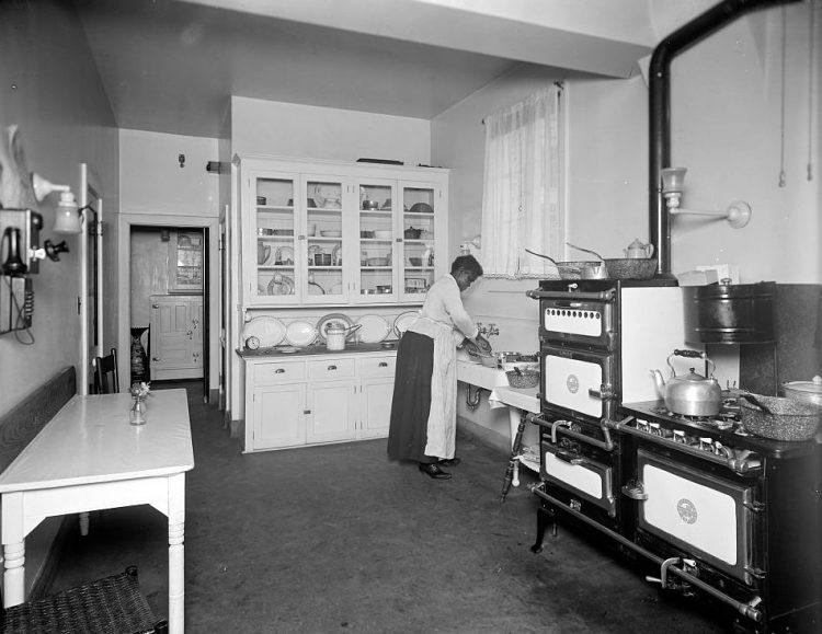 100 Years Of Kitchen Design, 1900 Kitchen Cabinets